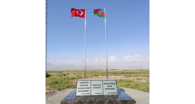 Azerbeycan bayrakları ermenistan dan görünüyor