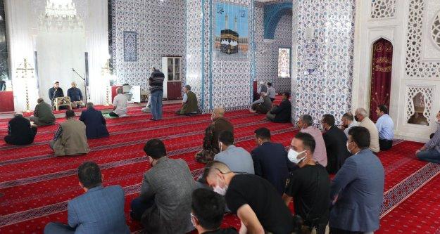 Iğdır'da 13 şehit polis için Hacı Hacer Yusuf Camisi'nde kuran-ı kerim okutuldu