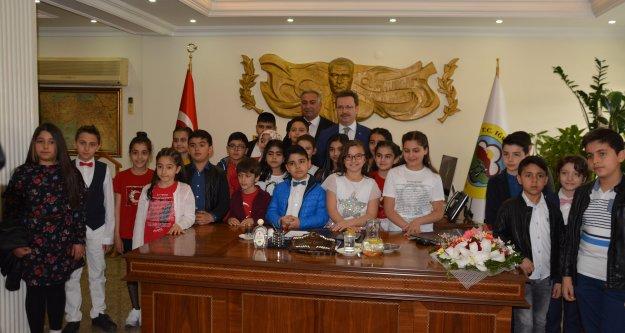 Iğdır'da, 23 Nisan Ulusal Egemenlik ve Çocuk Bayramı buruk kutlandı.