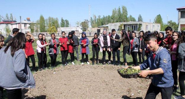"""'Iğdır'ın Çiçek Kokulu Okulları"""" Projesine yoğun ilgi"""