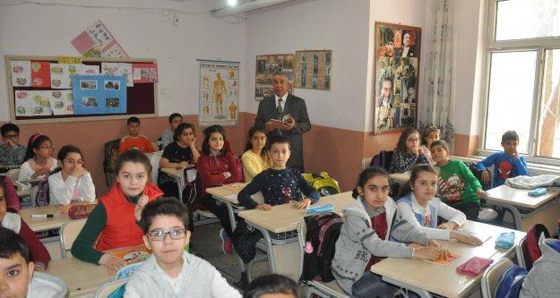 İNÖNÜ İLKOKULUNDA 'BUGUN BIRLIKTE OKUYALIM' PROJESİ DEVAM EDİYOR