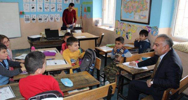 Milli Eğitim Müdürü Kuzugüden  Köyü İlkokulunu Ziyaret Etti