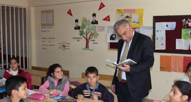 Milli Eğitim Müdüründen Kasımcan  Köy Okuluna Ziyaret