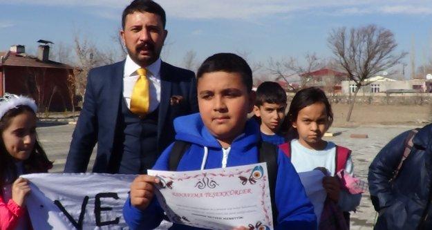 Öğrenciler Vergi Haftasında Esnafa Teşekkür Belgesi Verdi