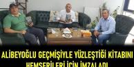 Alibeyoğlu geçmişiyle yüzleştiği kitabını hemşerileri için imzaladı