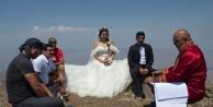 Dağcı çift, Tekelti Dağı#039;nın zirvesinde evlendi