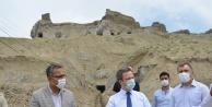 Vali/Belediye Başkan V. Enver Ünlü Tuz mağarasında