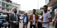 Iğdır Belediyesi Ramazan Ayı dolayısıyla Vatandaşlara Hurma ikram etti.